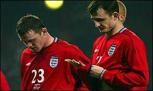 Wayne Rooney and Francis Jeffers walk off the pitch