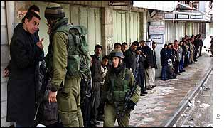 Israeli soldier confronts curfew-breaker in Hebron
