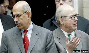 Chief inspectors Mohamed ElBaradei (l) and Hans Blix