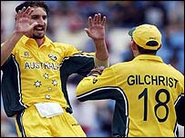 Jason Gillespie celebrates with Adam Gilchrist