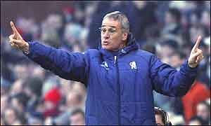 Chelsea coach Claudio Ranieri gives orders at Stoke