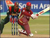 Brian Lara prepares to sweep watched by Bangladeshi wicketkeeper Khaled Mashud