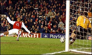 Gilberto goes close for Arsenal in the 1-1 draw with Ajax