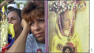 Venezuelans gathering to pray for peace in Caracas, Venezuela, 16 Feb. 2003