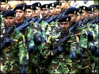 Sri Lankan soldiers march on Indepedence day 2002