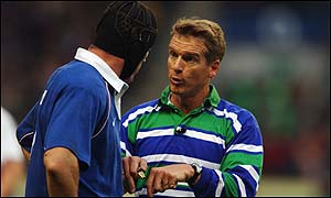 Olivier Magne (left) and referee Paul Honiss