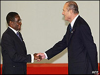 Robert Mugabe and Jacques Chirac shake hands