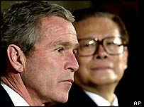 US President George Bush and Chinese President Jiang Zemin, October 2001