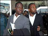 Guillaume Soro (L) and Sidiki Konate arrive in Paris