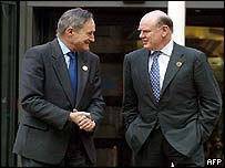 French Finance Minister Francis Mer (L) with US Treasury Secretary John Snow in Paris