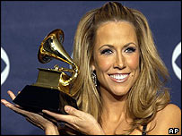 Sheryl Crow receives her Grammy for best female rock vocal performance