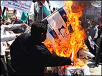 Palestinians burning Israeli and American and flags