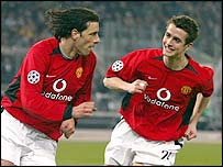 Ruud van Nistelrooy added a a third for Manchester United