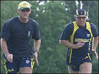 Adam Gilchrist trains with Shane Warne before the spin-bowler's ban for taking drugs