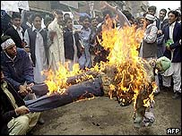 Protesters burn effigy of George W Bush in Peshawar, Pakistan