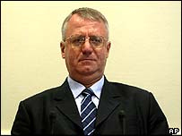 Vojislav Seselj in court