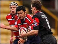 Gloucester centre Robert Todd attempts to tackle Saracens' Kyran Bracken