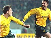 Alan Thompson celebrates with fellow Celtic scorer Chris Sutton