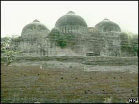 Babri mosque before demolition