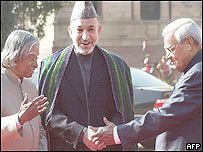 President Karzai (C) with President Kalam (L) and Prime Minister Vajpayee (R)