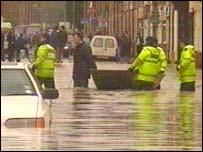 Flood scene in Far Cotton, 1998