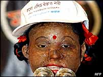 A 16-year-old victim of an acid attack addresses a rally in Dhaka