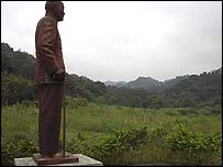 A lone statue of Chiang Kai-shek looks over the land near Dashi 