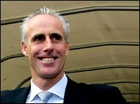New Sunderland boss Mick McCarthy gets a feel for his new surroundings