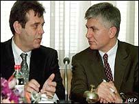 Former Yugoslav President Vojislav Kostunica (L) and Serbian Prime Minister Zoran Djindjic (R)