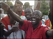 Kenyan fans celebrate