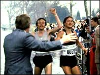 Dick Beardsley and Inge Simonsen cross the line together in the first race
