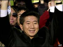 President Roh Moo-hyun acknowledging his election in December 2002