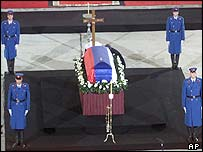 Ceremonial guards by Mr Djindjic's coffin