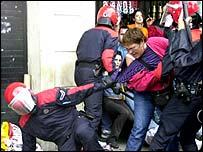 Police clash with Batsuna demonstrators