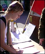 Student Katherine Betteridge signing petition