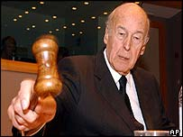 Valery Giscard D'Estaing opens convention session