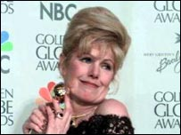 Lynn Redgrave with her Golden Globe award for Gods and Monsters