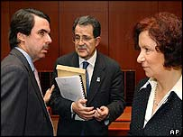 The Spanish Prime Minister and Foreign Minister, with European Commission President Romano Prodi (centre)
