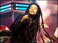 Maxi Priest sings on Top Of The Pops