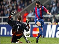 Hernandez Xavi scoring against Newcastle United