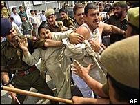Police clash with Kashmiri Hindus in Jammu