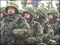 Polish troops prepare for Iraq