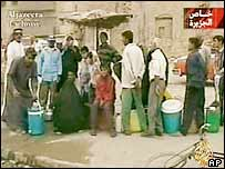 Iraqis queue to fill water canisters in Basra