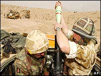 UK soldiers prepare to fire at Iraqi targets