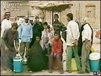 People queue for water in Basra
