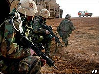 US soldiers secure a field in operations near Najaf