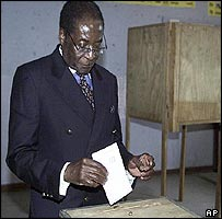 President Mugabe casts his vote in his Highfield constituency