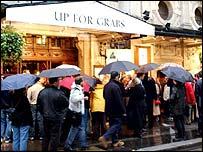 Theatre queue