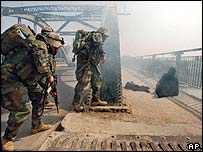 US troops/Iraqi woman on bridge at Hindiya