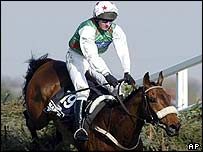 Monty's Pass on his way to victory at Aintree